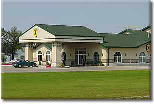 Super 8 Motel - Beausejour, Manitoba